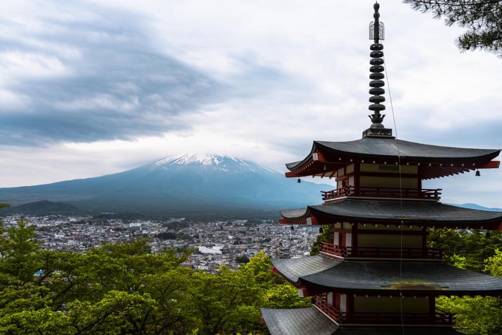 Churieto Pagoda overlooking Mt Fuji