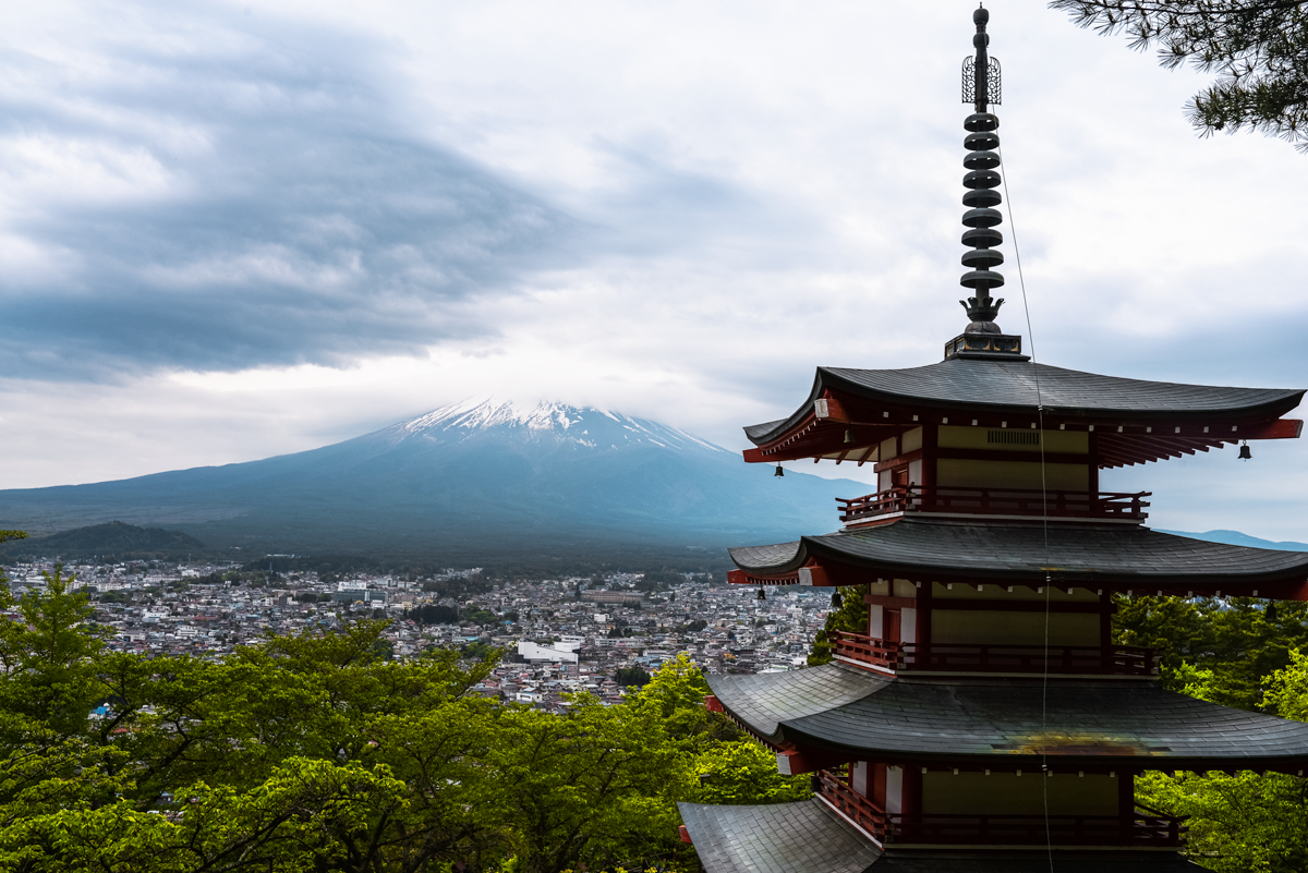 Churieto Pagoda overlooking Mt Fuji